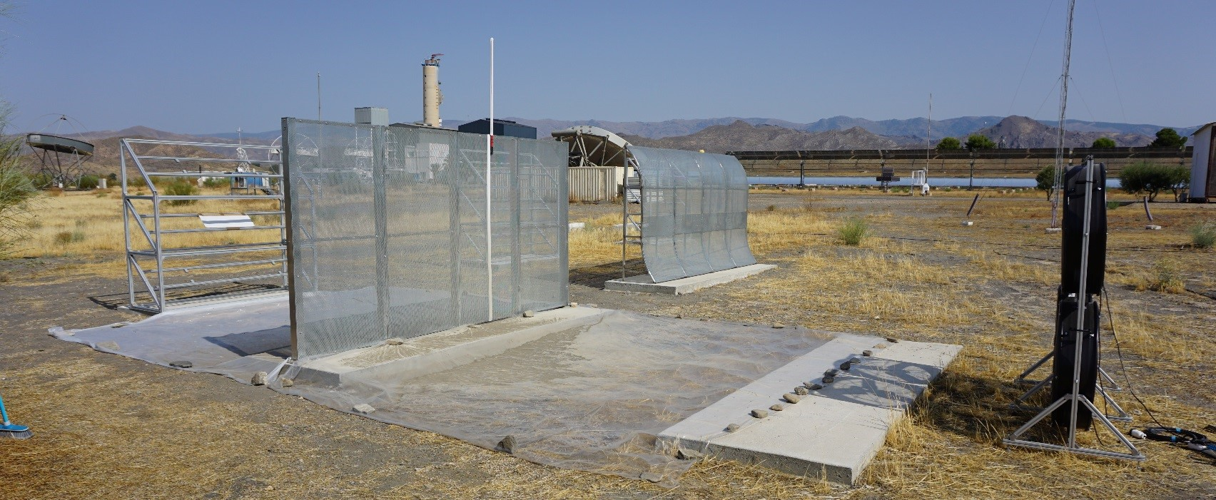 Dust barriers for CSP plants